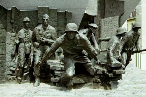 Monument honouring heroes of Warsaw Uprising